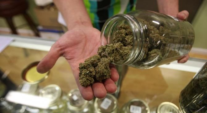 Хванаха млад шофьор с марихуана