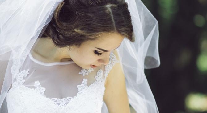 Американка отпразнува развода, като взриви булчинската си рокля (снимки+видео)