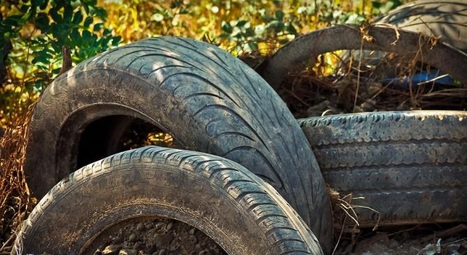 Пращат старите гуми в гробища