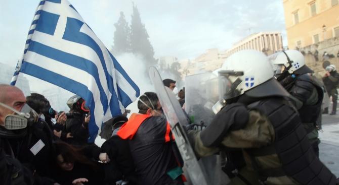 Сблъсъци в Атина между полиция и протестиращи