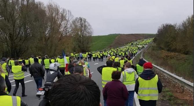 Над 280 000 души протестираха във Франция срещу цените на горивата