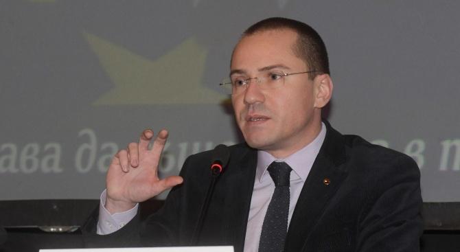 Джамбазки: В началото протестите бяха истински, но се намесват партии