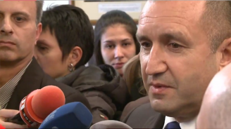 Румен Радев наложи вето на вдигането на данъка на старите коли и обяви: Първо да обяснят на народа за застраховките (видео)