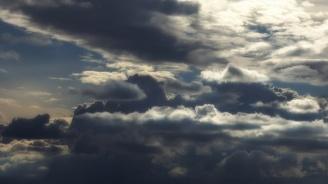 Ще бъде предимно облачно. На отделни места, главно във вечерните часове, ще превали дъжд.