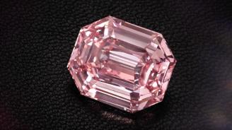 """Диамантът """"Розово наследство"""" бе продаден за 50 милиона евро на търг в Кристис (видео)"""