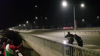 Има ли заповед полицаите да бият протестиращи? (видео)