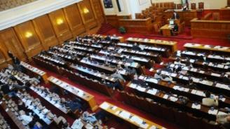 Депутатите гледат промените в НК, от ГЕРБ поискаха поименна проверка на кворума