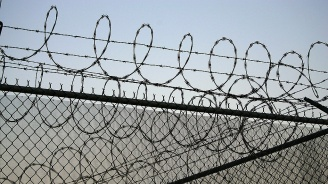 Вкарват в затвора млад мъж, ограбил баща си