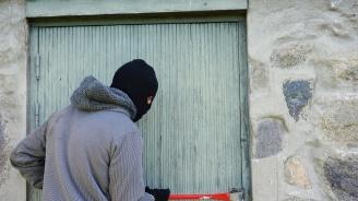 Обвиняем за кражбата на каса с 35 000 лева остава в ареста