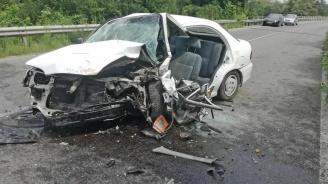 Трима загинаха при тежка катастрофа в Шуменско