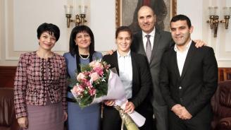 Цветанов се срещна в НС със световната шампионка по борба Тайбе Юсеин
