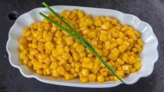 Американец подобри рекорд за ядене на царевични зърна с клечка за зъби