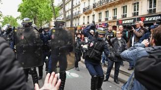 Десетки ранени при протестите срещу цените на горивата във Франция