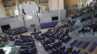 Водещ кандидат за лидер на германските християндемократи предвижда квота за жени в парламента
