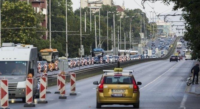 Футболен мач променя движението в София