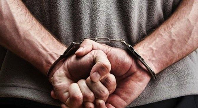 """""""Задържане под стража"""" за мъж, шофирал пиян, дрогиран, без книжка и нападнал полицаи"""