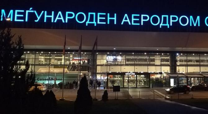 На граничния пункт на Международното летище Скопие на излизане от