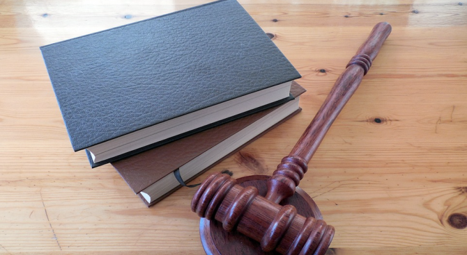 Четирима новоназначени и новоизбрани конституционни съдии полагат клетва на специална