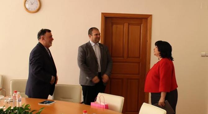 """Иран подкрепя изграждането на газоразпределителен център """"Балкан"""" в България"""