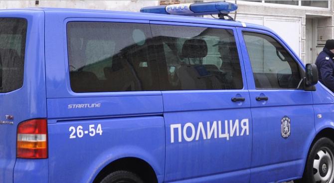 Полицейски производства са образувани срещу двама мъже за незаконно притежаване