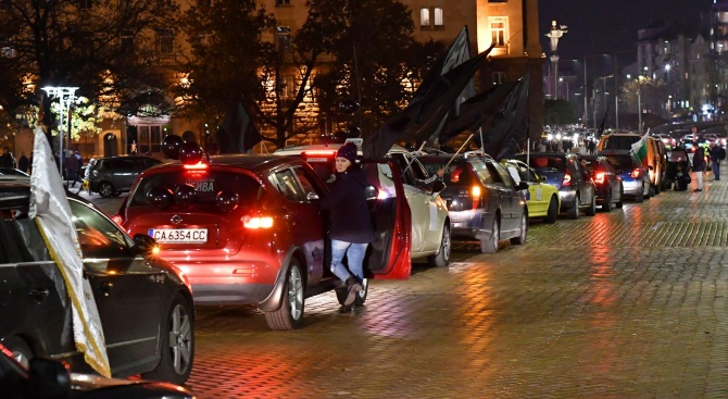 Трето поред автошествие в столицата организираха тази вечер протестиращите майки