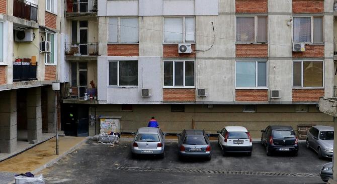 Обновяват проблемно междублоково пространство във Велико Търново