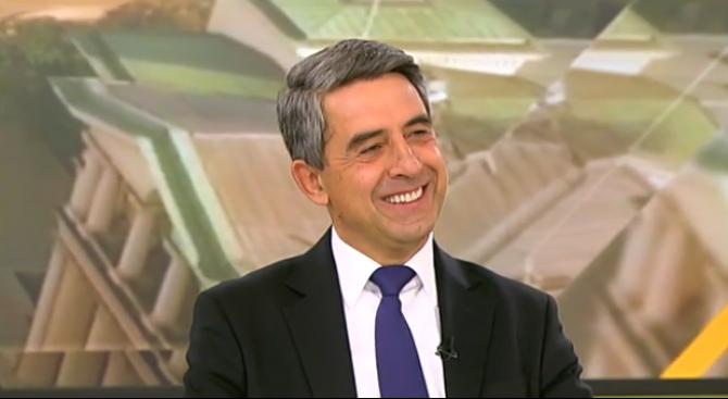 Плевнелиев пита: Бъдещ министър–председател ли работи Румен Радев? (видео)