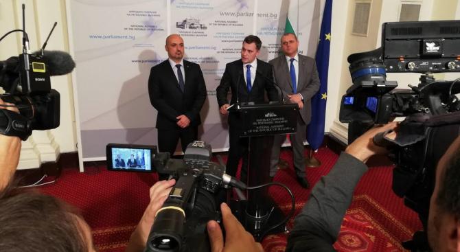 Депутатите от ВМРО се разграничиха от изказванията на колегите и