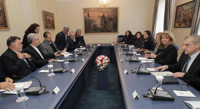 Вицепрезидентът Илияна Йотова разговаря с иранският вицепрезидент Али Асгар Мунесан