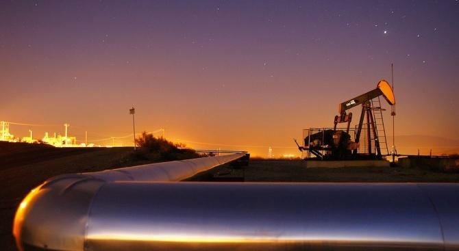 В петък петролните фючърси поскъпват с над 1,5% с оглед
