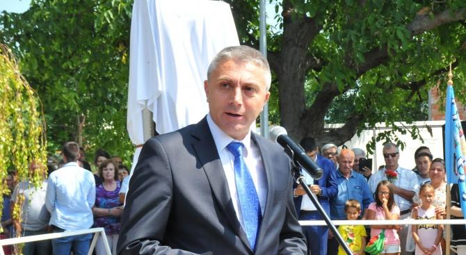 Председателят на ДПС Мустафа Карадайъ заедно със заместник-председателя на ПГ