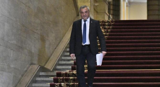 Вицепремиерът Валери Симеонов подаде оставка. Той я е депозирал пред