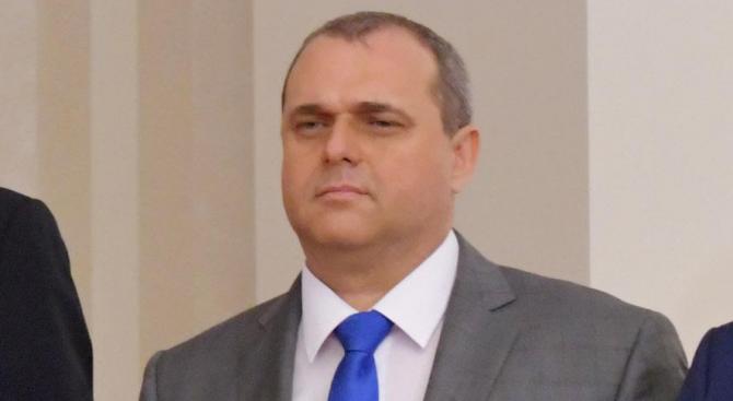 Вицепремиерът Валери Симеонов смъква сериозен товар от управлението. Това коментира