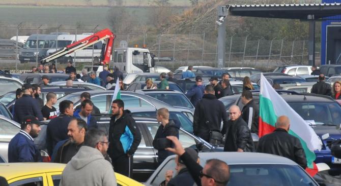 Протестното автошествие в Бургас блокира целия град. Стотици автомобили, които