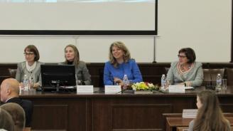 Йотова организира студентска лаборатория във Варна