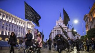 Майките на деца с увреждания отново се събраха пред Министерски съвет