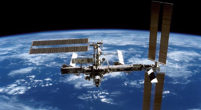 """След двудневен полет около Земята, товарният кораб """"Прогрес МС-10"""" се"""