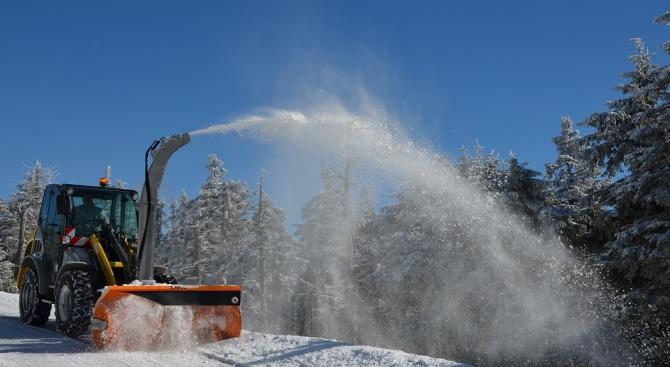 Републиканските пътища в област Плевен се почистват от снега с