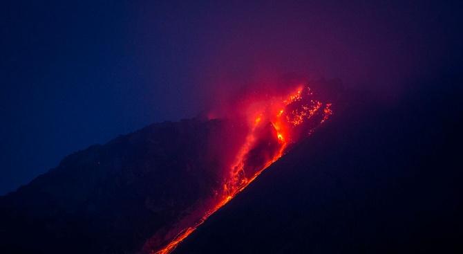 Хиляди гватемалци бяха евакуирани заради събуждане на вулкан-убиец, предаде Би