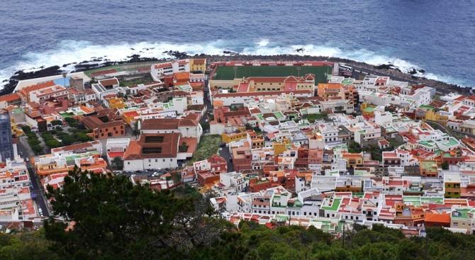 Голяма част от популярните сред туристите курорти в Испания, включително