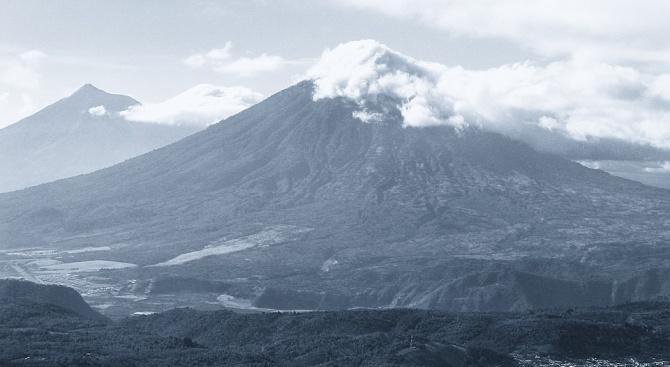 Около 4000 местни жители избягаха от района на Огнения вулкан