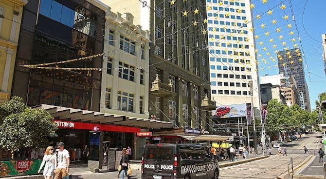 Австралийската полиция е арестувала трима мъже по подозрение, че са