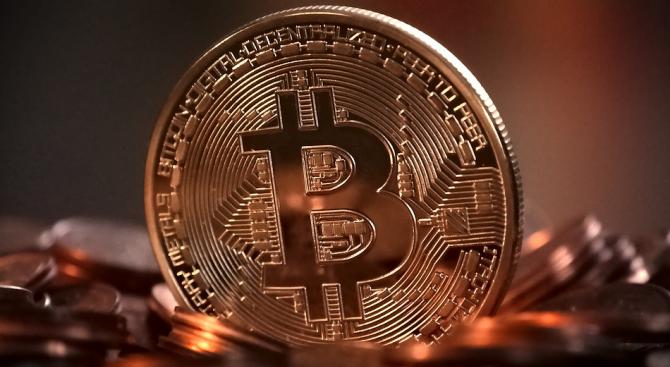 Основната криптовалута се намира в свободно падане и по време