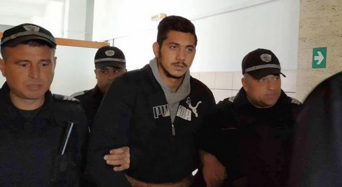 Окръжният съд в Русе решава дали 20-годишният Северин Красимиров, обвинен