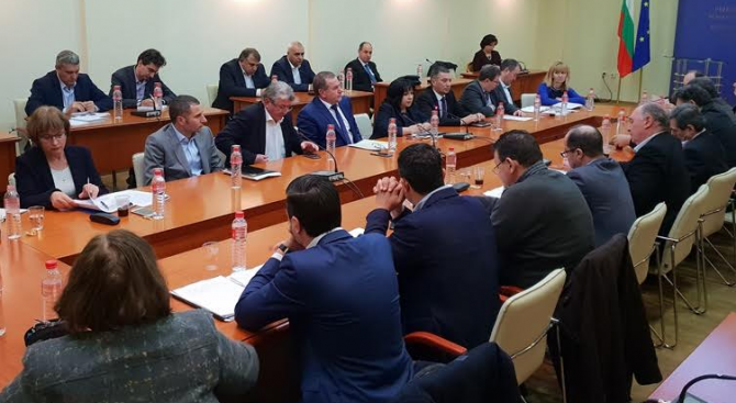 Сформираната със заповед на енергийния министър работна група анализира финансово-икономическото