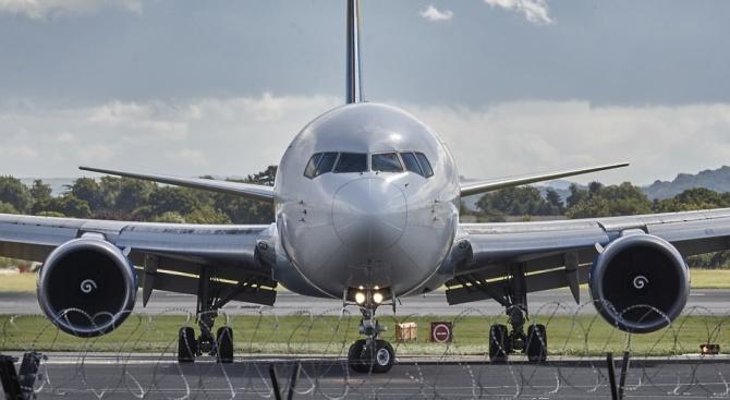 Самолет, излитащ от летище Шереметиево по маршрут Москва-Атина, при рулиране