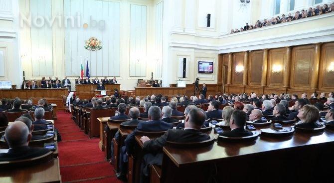 С кворум от 129 народни представители започна пленарното заседание, на