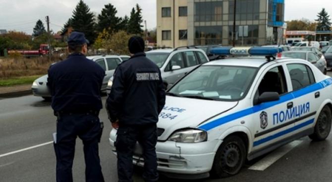 """Затруднено е движението в района на кръстовище между ул. """"Димитър"""