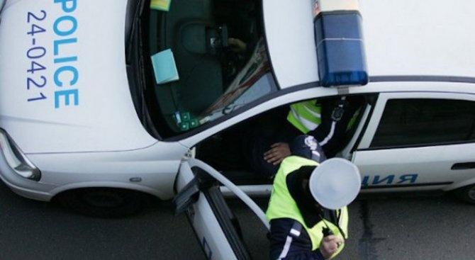 Полицейски служители задържаха водач, седнал зад волана след употреба на