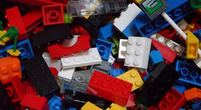 LEGO конструкторите вече не са само за деца. В сътрудничество